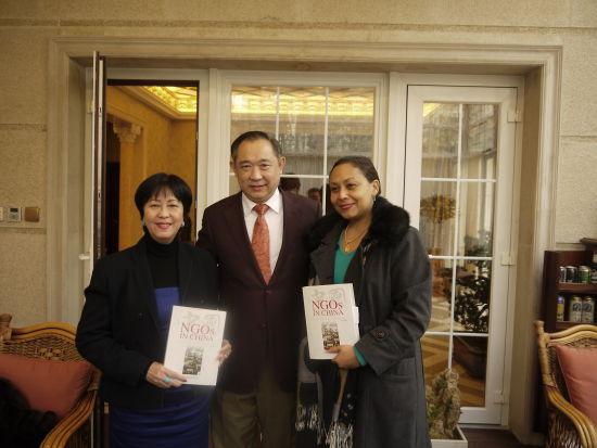 海地与多米尼加代表同访中国世界和平基金会