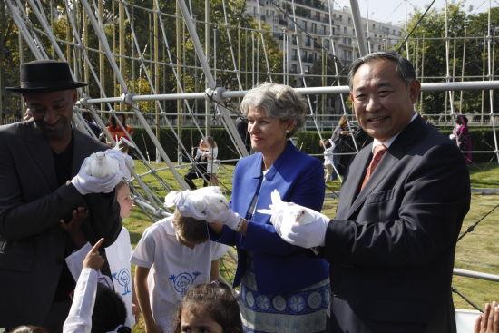 视频:李若弘在联合国教科文总部演讲并放飞和平鸽