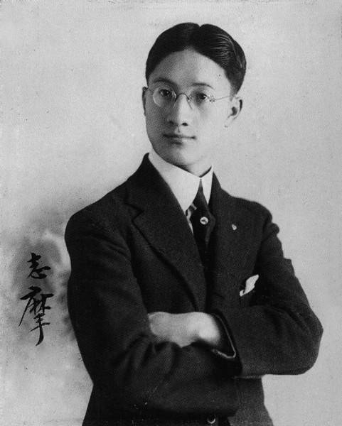 诗人徐志摩在由南京飞往北京的途中