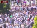 塞尔维亚总理出席大屠杀纪念活动遭石块攻击