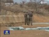 实拍新兵训练手榴弹脱手 连长飞身将其拽到