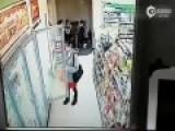 监拍女子超市内偷舔冰激凌 淡定放回冰柜