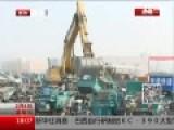 现场:北京集中销毁黑摩的 千辆车瞬间压成废铁
