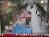 监控-女汉子手机被盗狂追千米 居民携手擒贼