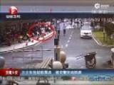 实拍少年抢劫被数名交警狂追围堵抓获