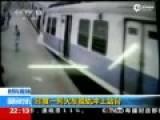实拍印度火车脱轨 直接冲上站台致5人受伤