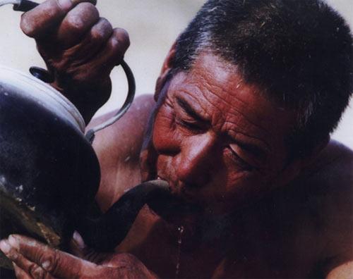 """2005年""""中国-人与水""""摄影大赛一等奖作品"""