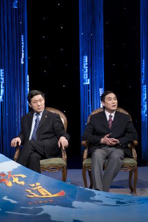 《论道》节目嘉宾熊焰(左)与韩晓平(右)在录制现场