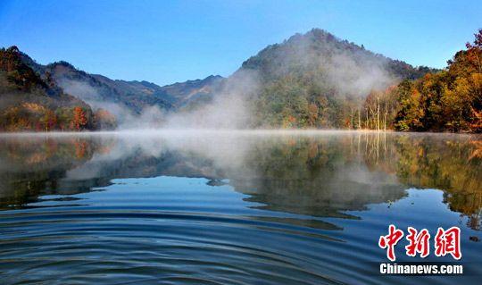 广西乐业县上岗生态湖秋色。 陈宇翔 摄