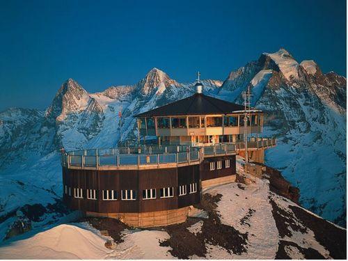 雪朗峰山顶旋转餐厅