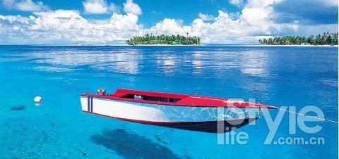 大溪地的海水湛蓝清澈到难以置信。