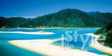 和煦阳光和白沙滩可以驱走一切喧嚣。