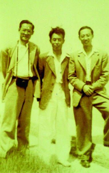 1947年的赵太侔(右)、朱树屏(中)和曾呈奎(左)在大港码头。 (资料图片)