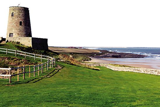 城堡非常雄伟,面朝北海,和东北方向的挪威隔海相望,早在两千年前就是战略要塞