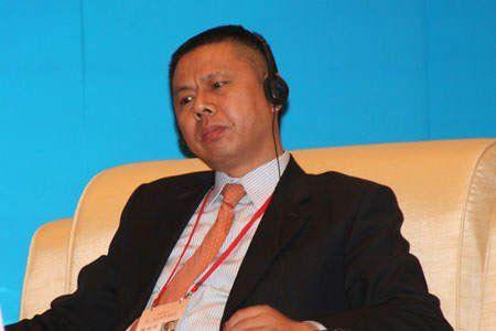 """由中国国际经济交流中心主办的""""第二届全球智库峰会""""于2011年6月25-26日在北京召开,主题为""""全球经济治理:共同责任""""。图为天合光能董事长、首席执行官高纪凡。 图片来源:新浪财经"""