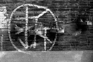 2009年摄于原宣武区棉花上二条胡同,墙上的拆字已成现实。