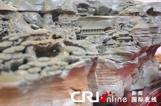东北亚博览会场馆展出惟妙惟肖的松花石风景砚台(蒋习 摄影)