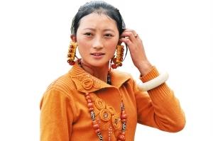 盛装的藏族美女