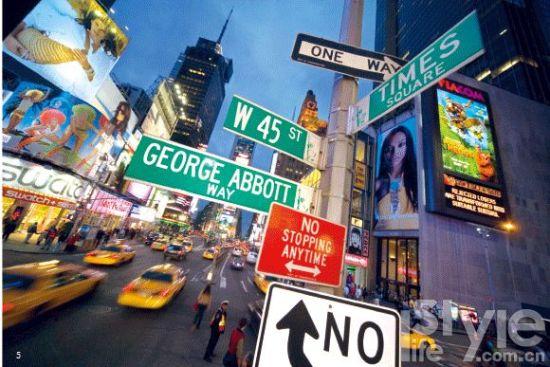 5. 纽约时报广场(Times Square),纽约城最五光十色的生活汇聚于此。