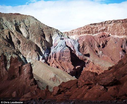 色彩冲突:这座叫彩虹谷的地质奇迹,名字恰如其分。