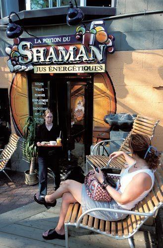 圣丹尼大街的露天茶座很受顾克欢迎