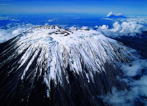非洲最高峰乞力马扎罗的雪