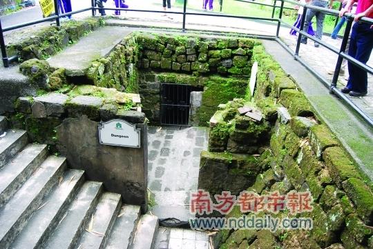 圣地亚哥城堡中的水牢,那扇铁门后面,无数生命在那里逝去。