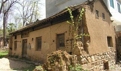 贾平凹老宅一旁,保留着贾家一处年代久远的土房。――本报记者 杜光利 摄