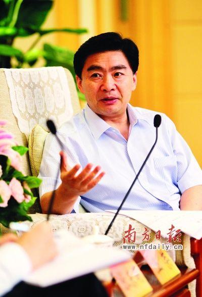 省委常委、深圳市委书记王荣接受南方日报专访。 鲁力 摄