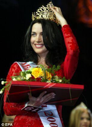 Stogniy Olena获得2002年乌克兰小姐桂冠。
