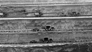 鄂尔多斯连续九年居产煤地级市第一,2011年煤炭增加值占规模以上工业增加值68.7%。