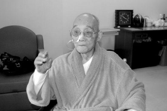 百岁老人杜润生(2012 年5 月28 日摄于北京医院) 徐庆全摄