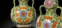 福寿连绵图绶带葫芦扁瓶拍出1.07亿港元