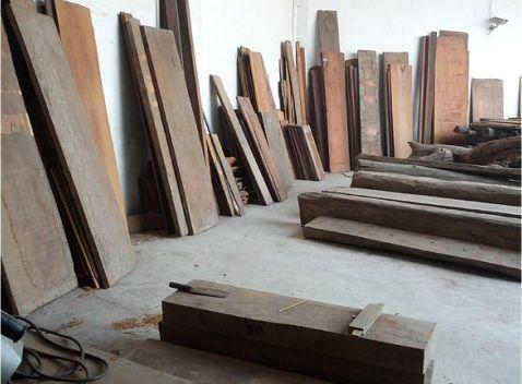 图二:此类规格越南黄花梨大板每市斤价格约5000元