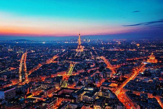 """法国则根据其经济和文化的特点,注重历史文化城市的修复和保护,并且没有采用具有轰动效应的""""文化复兴""""或""""旅游复兴""""方式,而是从城市街区最根本的""""居住功能""""入手,执著地实施""""住房改善计划""""。"""