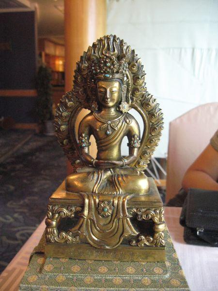 图5 清铜鎏金无量寿佛像