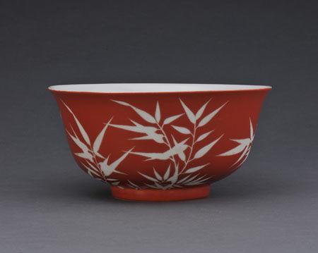 瓷瓶传统花边图案