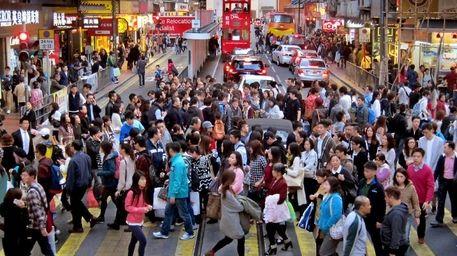 香港已经成为大陆人购买高端商品的首选地。