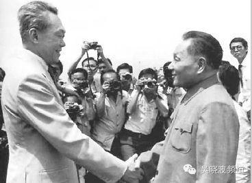 1978年邓小平出访新加坡会见李光耀