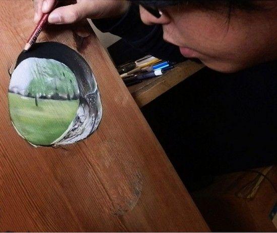 新加坡画家在木板上创作逼真三维幻象