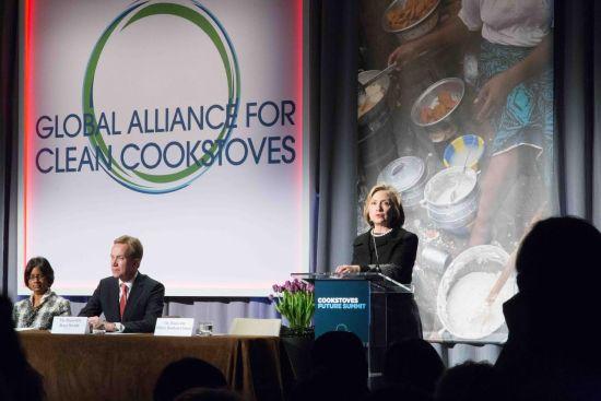 美国前任国务卿希拉里-克林顿也在峰会上发言再次表达了对这个项目的支持。