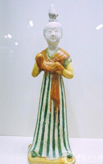 三彩釉陶女立俑