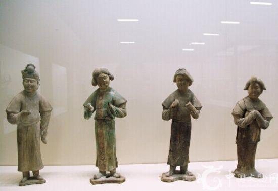 彩绘陶女立俑(4件)