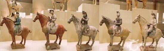 彩绘陶骑马奏乐女俑