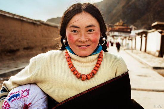 摄影师记录的世界各地美女面貌