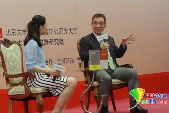 驰名经济学家林毅夫揭晓主题演讲,解读国家奇观的普通含义。 国家青年网记者 卢冠琼 摄