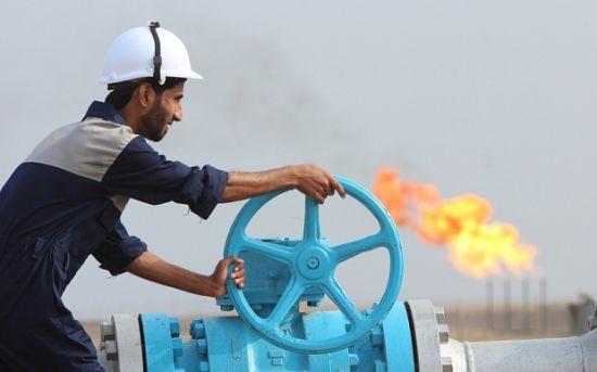伊拉克工人正在��查�O施,�@����度�如泰山