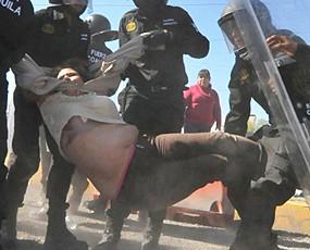 油价调升20% 墨西哥民众抗议