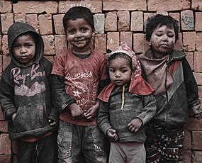 心酸:尼泊尔砖窑的超低龄童工