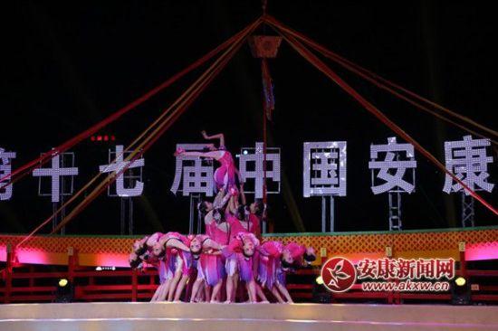 第十七届中国安康汉江龙舟lifa88老虎机石泉专场晚会现场